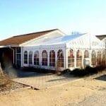 Pavilion sat sammen med bygning
